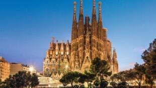 建築大師高迪傑作聖家堂(Sagrada Família) 137年後拿到建造執照