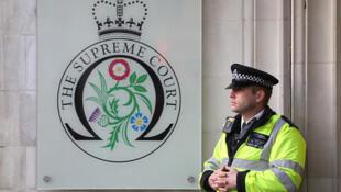 دیوان عالی بریتانیا دادگاه تجدید نظر نهایی در انگلستان میباشد که در لندن واقع است.