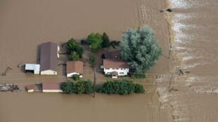 A chuva  isolou diversas cidades no estado do Colorado, nos Estados Unidos.