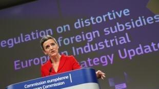 La comisaria Margrethe Vestager habla durante la rueda de prensa sobre la estrategia industrial europea, el 5 de mayo de 2021 en Bruselas