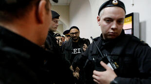 Кирилла Серебренникова привезли на заседание суда, 17 октября 2017 года.