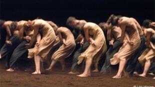 Le Sacre du Printemps - Lễ đăng quang mùa xuân, phiên bản của ông Jean Claude Gallotta  tại nhà hát Champs Élysées (@Ulli Weis)