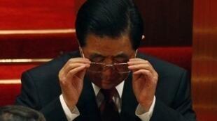 Hu Jintao a fait part de ses préoccupations concernant les bombardements en Libye et les «difficultés» que cela pourrait entraîner.