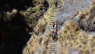 Desde Cusco, los Incas administraban territorios lejanos a través de estos caminos.