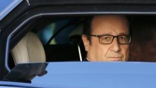 O presidente François Hollande completa três anos de mandato em meio à baixa popularidade.