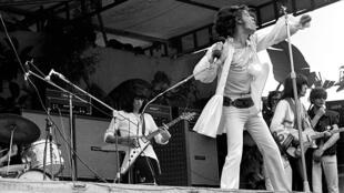 Les Rolling Stones en concert gratuit à Hyde Park, le 5 juillet 1969, en hommage à leur ancien guitariste Brian Jones, décédé peu avant.