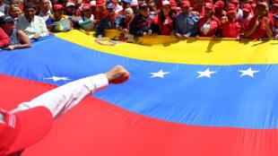 Apoiadores do presidente da Venezuela, Nicolas Maduro, participam de uma manifestação em apoio à estatal petrolífera PDVSA, no centro de Caracas, Venezuela, em 31 de janeiro de 2019