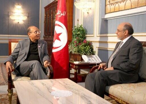 Le président tunisien Moncef Marzouki (G) rencontre Hamadi Jebali, le secrétaire général du parti des islamistes d'Ennahda et l' actuel Premier ministre, au palais présidentiel de Carthage, à Tunis, le 13 décembre 2011.