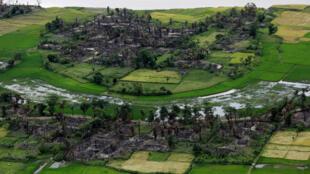 2017年9月一個在阿拉乾地區的羅興亞人村落遭火災破壞。