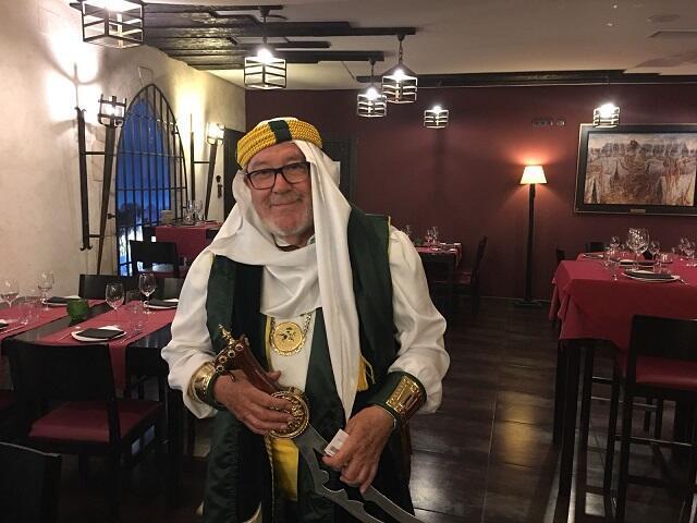 Diego de Ves Esteban, de la comparsa Almanzárabe, fue quien dió impulso a la fiesta de Moros y Cristianos, hace más de 40 años.