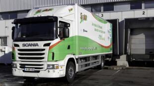 L'un des trois camions expérimentaux qui roulent en France à l'ED 95, nouveau carburant pour moteur diesel obtenu à partir de la distillation du marc de raisin.