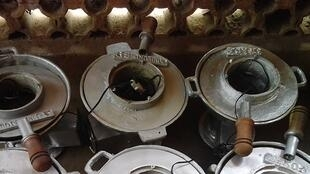L'inventeur togolais Edouard Akakpo-Lado développe actuellement un foyer plus économe que ceux traditionnels.