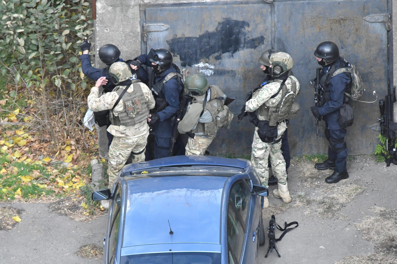 Грузинские полицейские в ходе спецоперации в Тбилиси 22 ноября 2017 г.