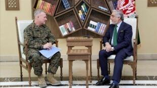 دیدار عبدالله عبدالله رییس اجرایی دولت وحدت ملی افغانستان با ژنرال کنت فرانک مککنزی فرمانده ستاد فرماندهی مرکزی ارتش آمریکا. شنبه ٢٩ تیر/ ٢٠ ژوئیه ٢٠۱٩