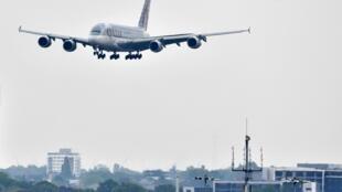 L'avion où était caché le jeune homme s'approchait de l'aéroport de Heathrow où il devait atterrir (Image d'illustration).