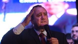 Alejandro Giammattei discursa para seus partidários, em 11 de agosto de 2019.