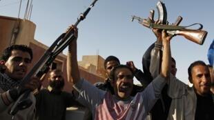 Les forces pro-Kadhafi à Mizdah, à 180 km de la capitale libyenne Tripoli, le 29 mars 2011.