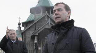 O presidente russo Dmitri Medvedev visitou as ilhas Curilas na segunda-feira, 01/11/2010.