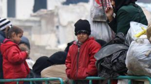 Un niño llora mientras espera para ser evacuado de Alepo. 16 de diciembre de 2016.