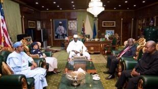 Shugaban Gambian Yahya Jammeh da shugabannin kungiyar kasashen ECOWAS da suka hada da Muhammadu Buhari na Najeriya da Ellen Johnson Sirlef na Liberia da John Mahama na Ghana