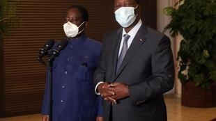 Alassane Ouattara na Henri Konan Bédié baada ya mkutano wao, Novemba 11, 2020.