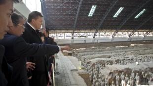Виктор Янукович в Музее глиняных воинов 04/12/2013