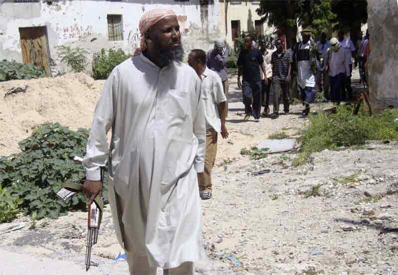 Sheikh Muktar Robow Abuu Mansuur na Al-Shebab yana tafiya a Mogadishu