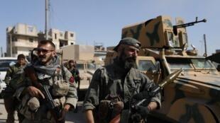 Wasu dakarun 'yan tawayen Syria da ke yakar kungiyar ISIS tare da hadin gwiwar mayakan Kurdawan YPG da Amurka ke marawa baya.