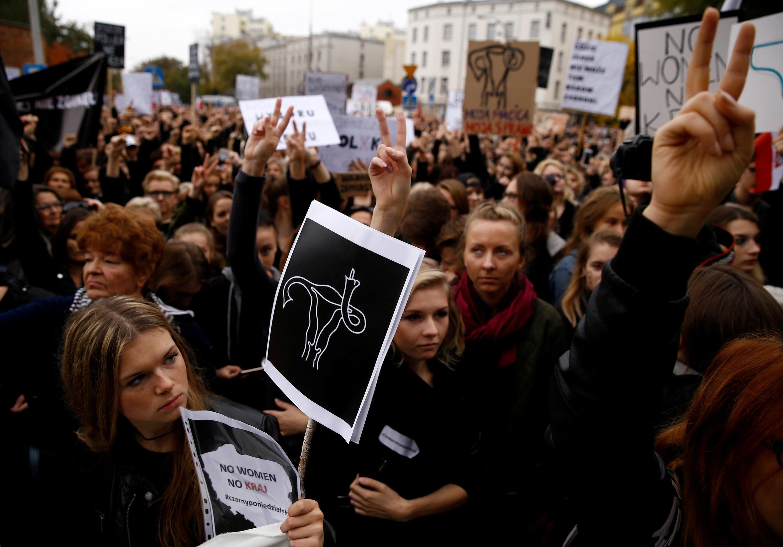 Les Polonaises ont manifesté, le 3 octobre 2016, dans tout le pays lors du «lundi noir» contre la loi sur l'interdiction quasi totale de l'avortement.