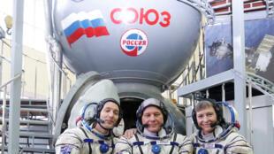 De gauche à droite: le Français Thomas Pesquet, le Russe Oleg Novitsky et l'Américaine Peggy Whitson, le 25 octobre dernier à la Cité des étoiles, près de Moscou.