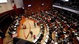 Una vista general muestra al Senado durante una sesión para votar sobre la creación de un cuerpo policial, la Guardia Nacional, en Ciudad de México, el 21 de febrero de 2019.