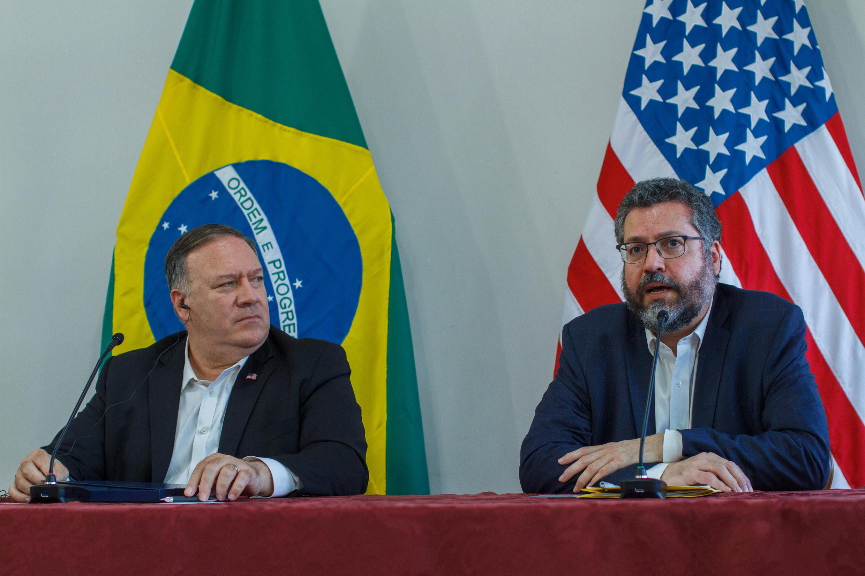 Le secrétaire d'État américain Mike Pompeo lors de sa visite au Brésil aux côté du ministre des Affaires étrangères brésilien Ernsto Araujo, le 18 septembre 2020.