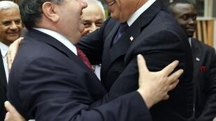 US Vice President Joe Biden (R) and Iraq's Foreign Minister Hoshyar Zebari before Wednesday's meeting