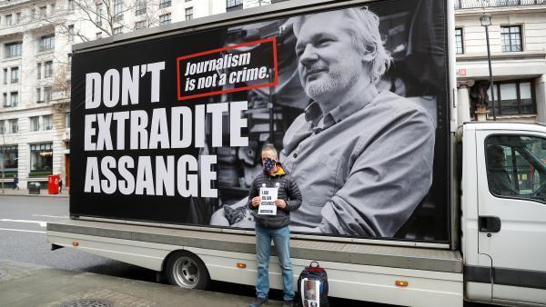 Protesto contra a extradição de Julian Assange diante do Alto Comissariado Australiano em Londres, no sábado (22).