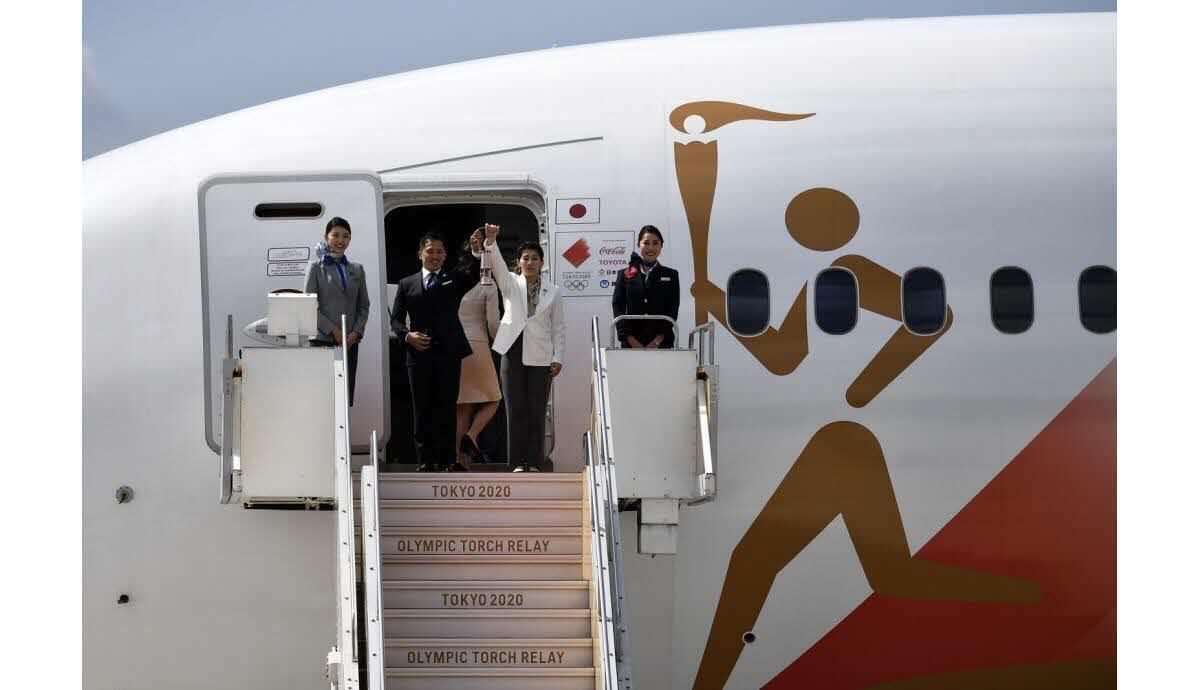 به رغم احتمال لغو بازیهای المپیک ٢٠٢٠ ، مشعل المپیک مسیرخود را طی کرد و به ژاپن رسید