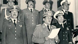 Imagen de archivo de Luis García Meza y los integrantes de su gabinete.