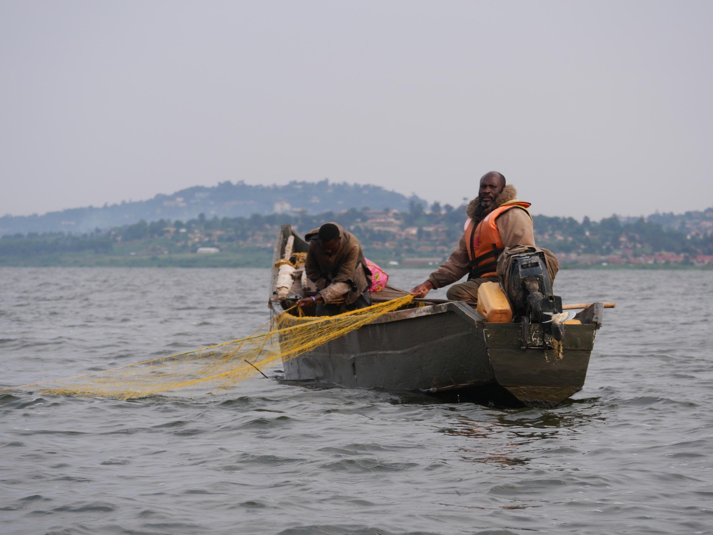 Ouganda - Lac Victoria - Pêcheur - P1000436