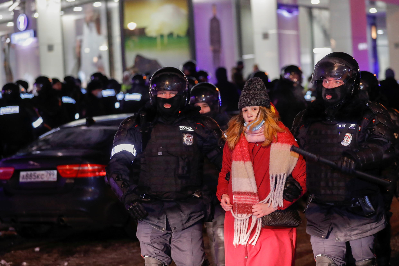 2021-02-02T203006Z_1115298695_RC2KKL9CW35Z_RTRMADP_3_RUSSIA-POLITICS-NAVALNY-PROTESTS