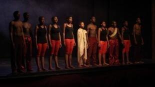 La troupe du «Hillbrow Theater Project» à la fin d'une représentation.