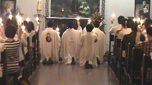 Lễ thắp nến cầu nguyện tại giáo phận Vinh cho bốn thanh niên Công Giáo sắp bị xét xử ngày 24/05/2012 (congdoanvinh.org)