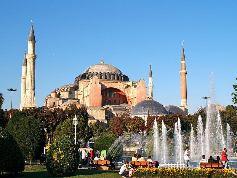 Basílica de Santa Sofia ou Haghia Sophia, em Istambul, património mundial da humanidade, vai reabrir aos fiéis muçulmanos como mesquita a 15 de Julho.