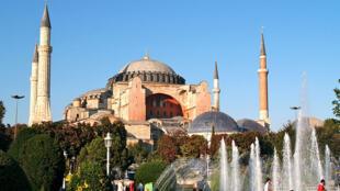 Basílica e museu de Santa Sofia em Istambul, património mundial da humandade, vai abrir aos fiéis muçulmanos a 15 de Julho.