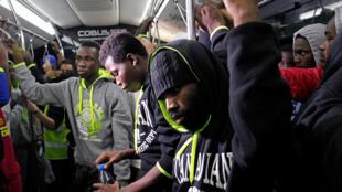 Des migrants ivoiriens venus de Libye de retour au pays, le 20 novembre 2017.