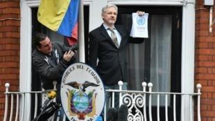 عکس آرشیو - جولیان آسانژ  در سفارت اکوادور در لندن. ۵ فوریه ٢٠۱۶