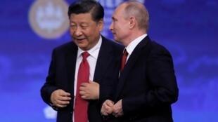 习近平与普京日在圣彼得堡出席国际经济论坛 2019年6月7日