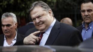 Evangelos Venizelos, leader du Pasok, devient le numéro 2 du gouvernement du conservateur Antonis Samaras.