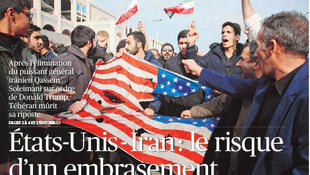 """سوزاندن پرچم آمریکا در ایران، عکس صفحه اول روزنامه """"فیگارو""""، روز شنبه ١٤ دی/ ٤ ژانویه ٢٠٢٠"""