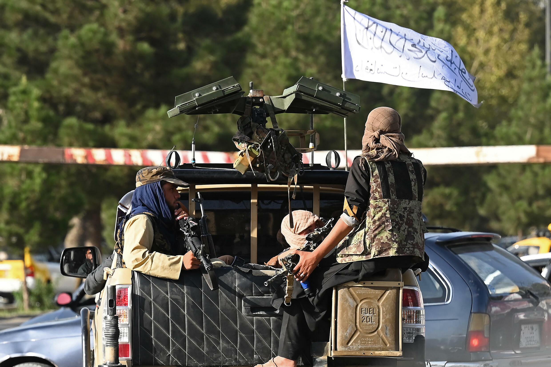 Patrulla de combatientes talibanes en Kabul, el 27 de agosto de 2021