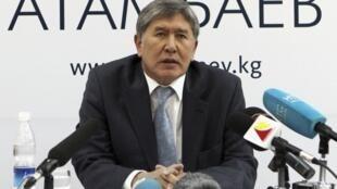 Алмазбек Атамбаев на пресс-конференции 1 ноября 2011 г.
