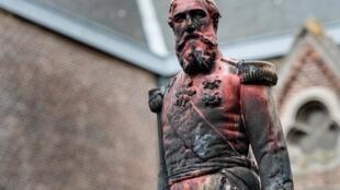 Une statue de Léopold II recouverte de peinture rouge à Anvers, en Belgique, le 4 juin 2020.
